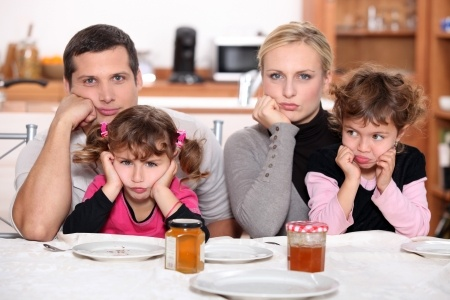 Hoe houd je het in deze periode vol als ouder, terwijl je met je gezin op elkaars lip zit??