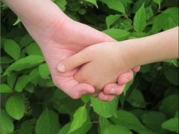 Wat een (medisch onverklaarde) fysieke klacht te maken kan hebben met de band tussen ouder en kind.